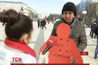 Кримські татари вийшли на мовчазний пікет у Києві