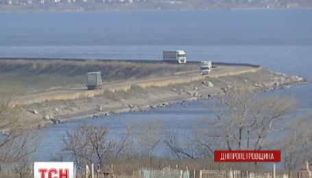 Аварийную дорогу могут закрыть для транспорта на Днепропетровщине