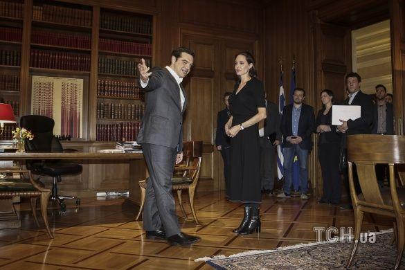 Анджеліна Джолі у Греції_3