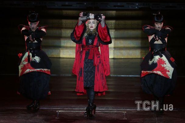 """""""Розплата"""" за запізнення: Мадонна виступала на напівпорожньому стадіоні після конфузу у Мельбурні"""