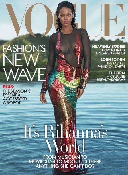 """""""Блискуча"""" Ріанна похизувалася звабливими формами у фотосесії для Vogue"""