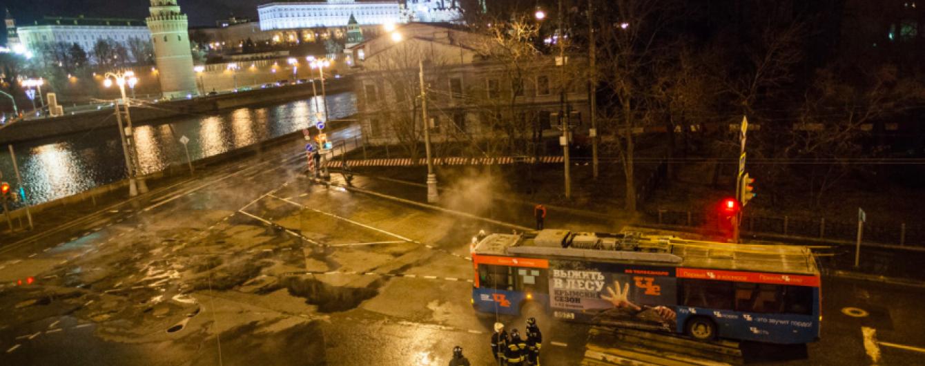 Біля Кремля через прорив гарячої води обвалився ґрунт