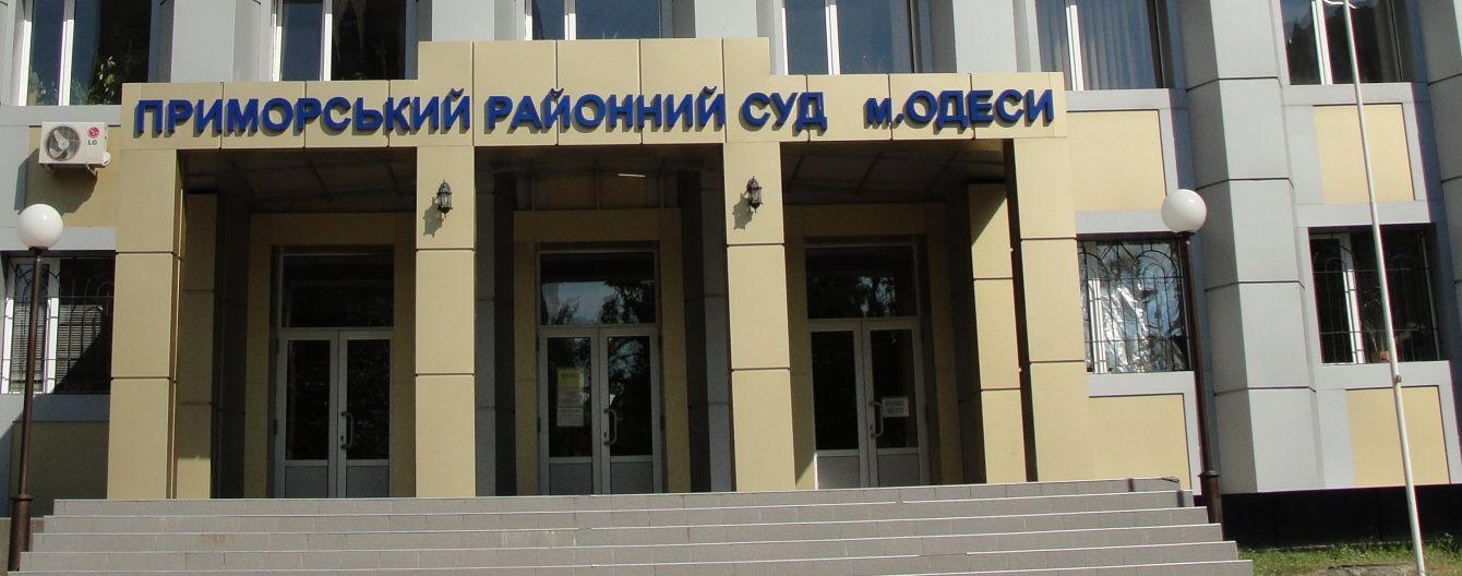 В Одессі суддя в приміщенні суду розбив ніс активісту