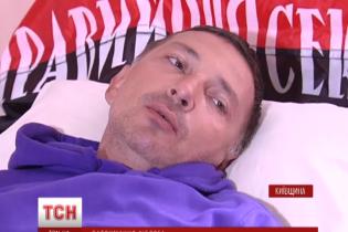 """Ветерани АТО оточили лікарню в Борисполі, де правоохоронці пильнують """"кіборга"""""""