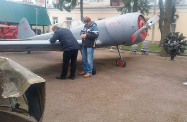 У Рівному боєць АТО напідпитку захопив музейний літак, погрожуючи зброєю