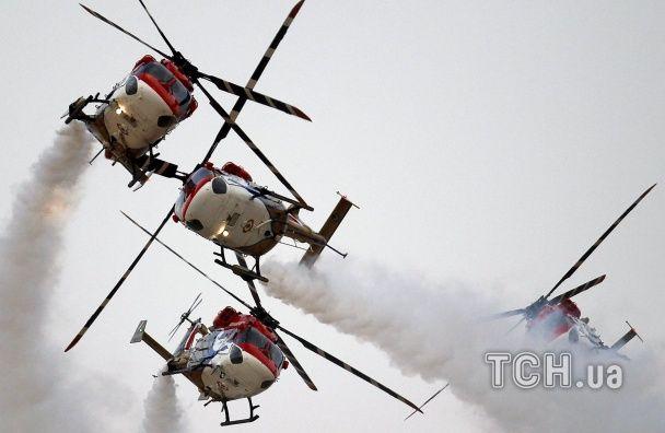 Найяскравіші фото дня: відкриття снайперського центру під Києвом, навчання індійської авіації