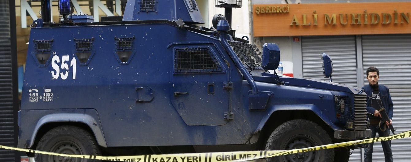 """Туреччину сколихнули потужні вибухи. Жандармерію протаранили """"нашпигованим"""" вибухівкою авто"""