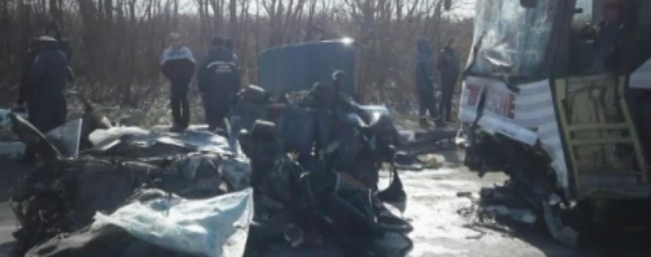 Лобове зіткнення легковика і автобуса на Волині: загинули одразу чотири людини