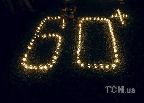 Найяскравіші фото дня: Година Землі і відкриття пам'ятника загиблим українським військовим