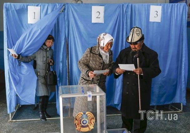У Казахстані розпочалися позачергові парламентські вибори