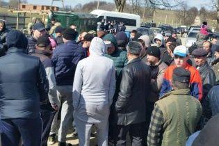 На українсько-румунському кордоні близько 50 осіб намагалися заблокувати роботу прикордонників