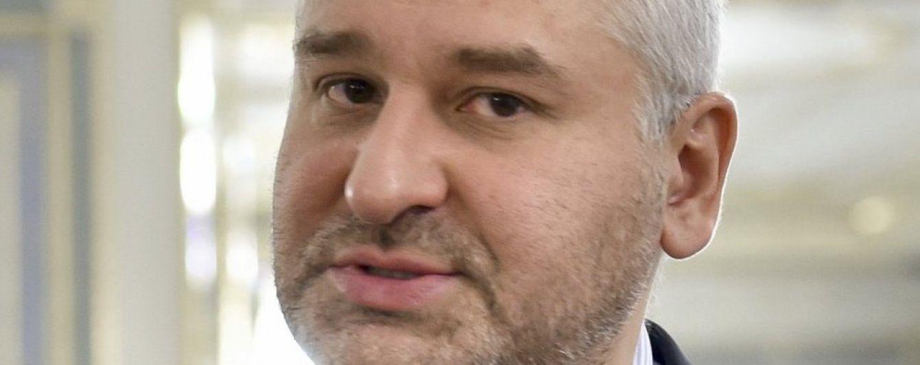 У Мережі з'явилося відео зустрічі скандальних пранкерів із адвокатом Савченко