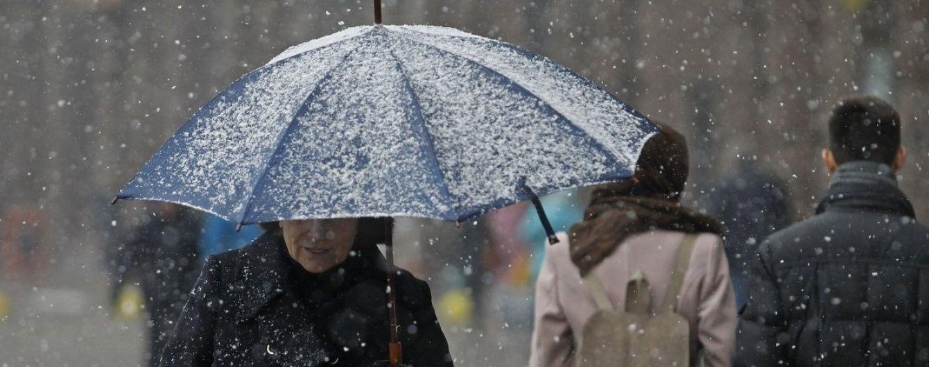 Погодні контрасти: на Півдні до +18 і гроза, у решті регіонів – мерзлякувато зі снігом