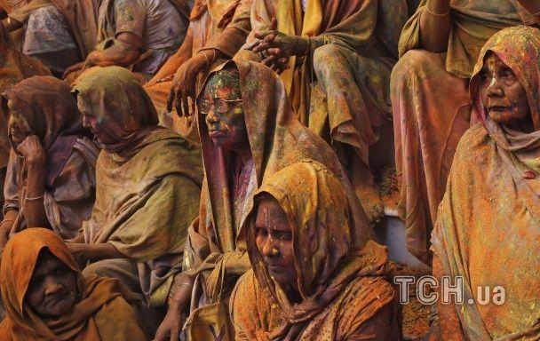 Reuters показало, як індійські вдови зустрічають заборонене свято весни