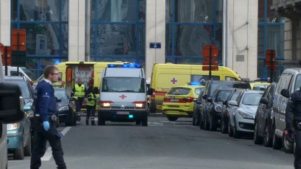 Розтрощений аеропорт та закривавлені поранені. Нові фото з місць терактів у Брюсселі