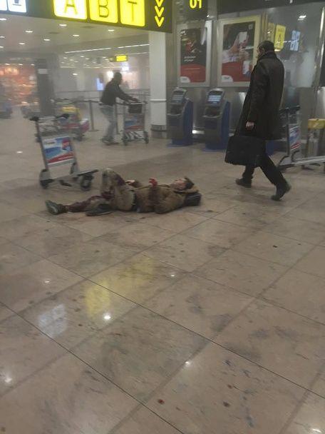 Закривавлені пасажири і задимлений термінал. Фото з аеропорту Брюсселя одразу після вибуху