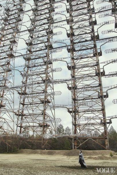 Загадкова ONUKA позувала на тлі жахливих пейзажів Чорнобиля