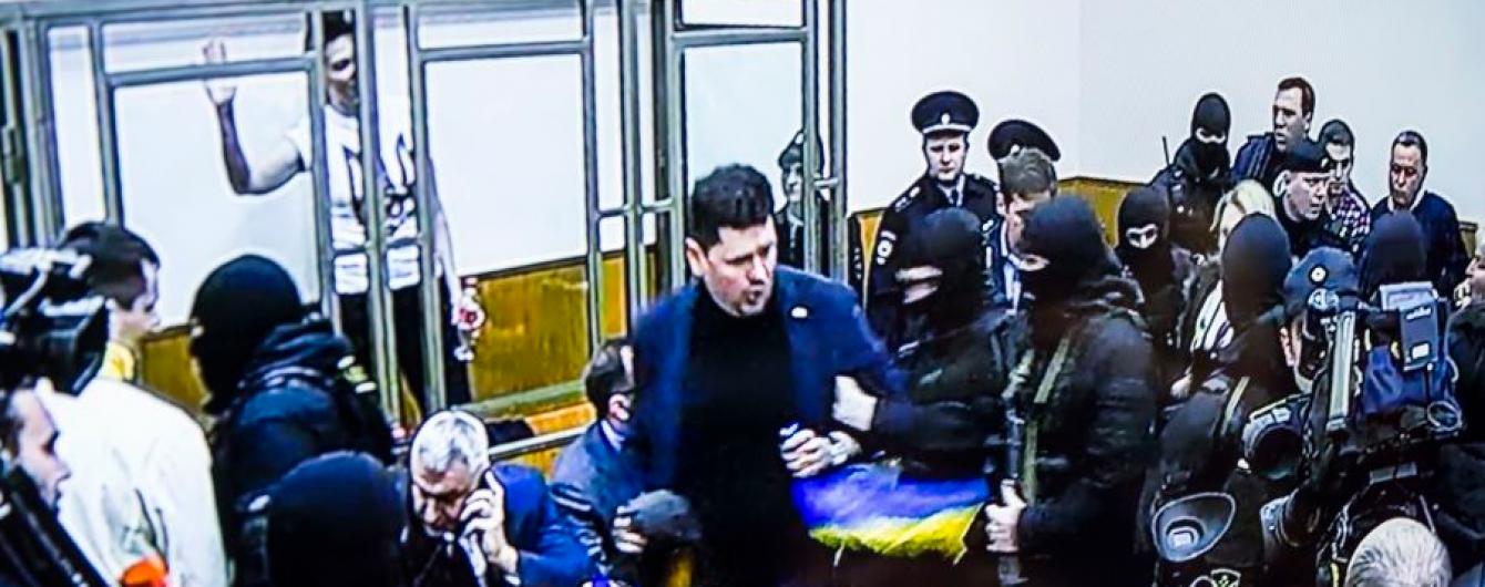 Сестра Савченко открыла секрет появления флага Украины на приговоре Надежды