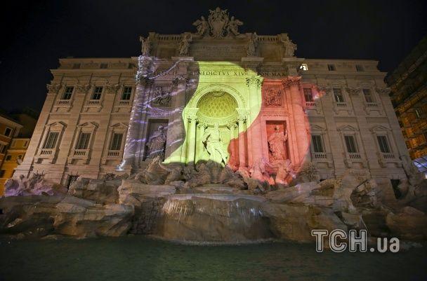 Ейфелева вежа та Бранденбурзькі ворота засяяли кольорами бельгійського прапору