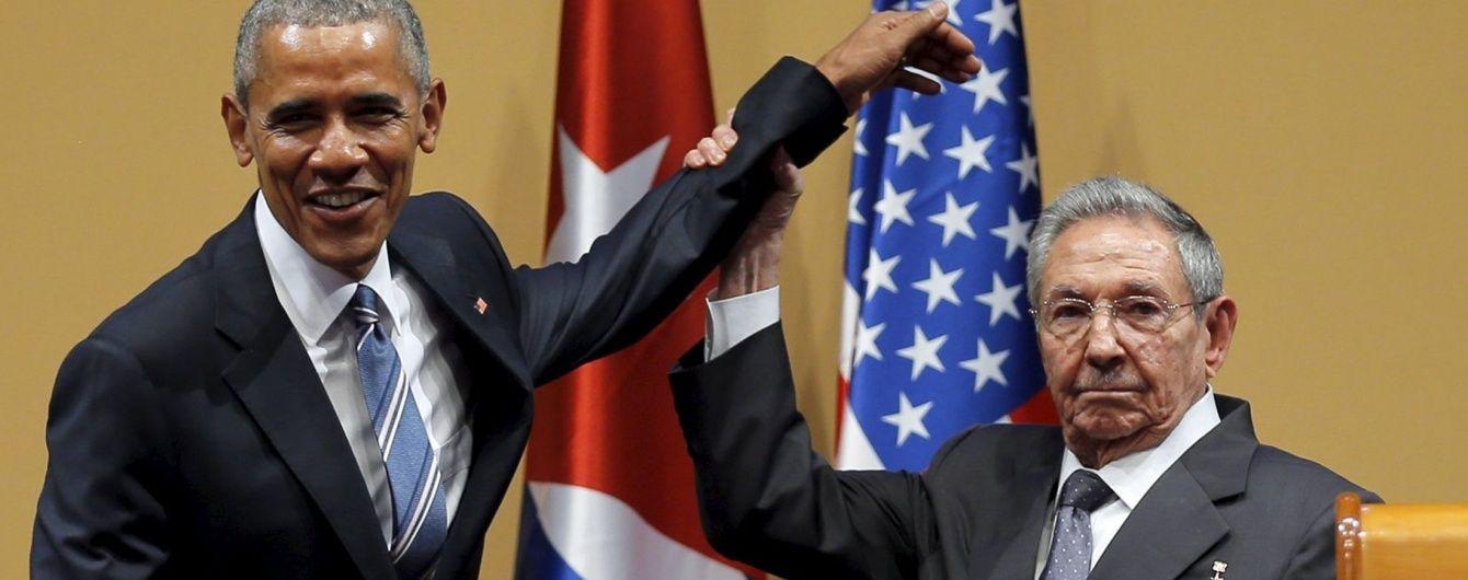 Кастро не дозволив Обамі поплескати його по плечу
