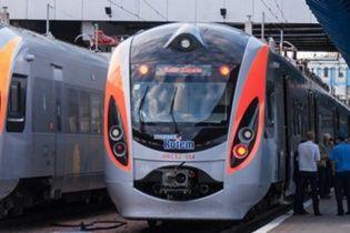 На Київщині евакуювали пасажирів поїзда. Поліція шукає вибухівку