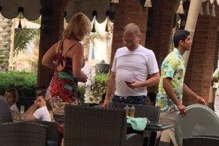 Пашинського сфотографували у готелі в Дубаї: нардеп каже, що в Києві відбирає активи Януковича