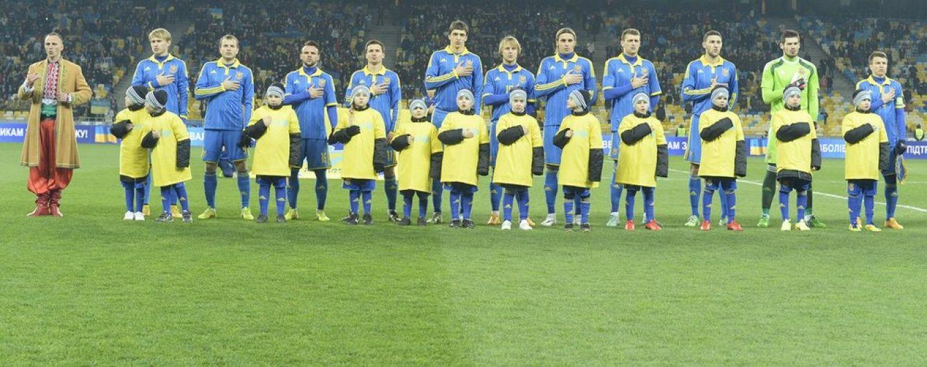 Порошенко подарував тренеру та гравцям збірної України вогнепальну зброю
