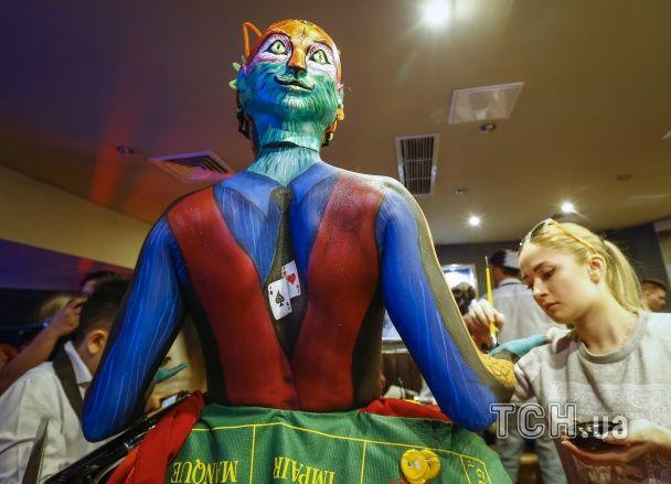 Оголені груди, яскраві фарби і інопланетяни: в Алмати відбувся великий фестиваль боді-арту