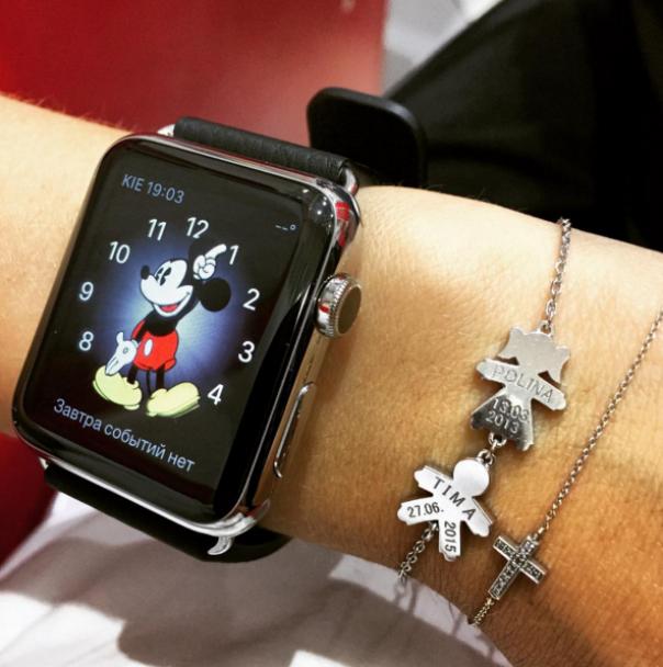 Заграничные путешествия и часы Apple. Чем хвастается в сети жена печерского прокурора