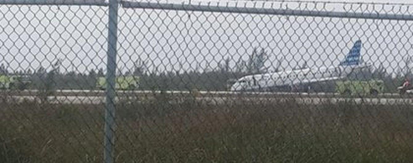 На Багамах екстрено приземлився пасажирський літак