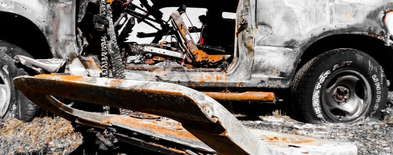 В Ужгороді невідомі спалили авто екс-начальника муніципальної поліції