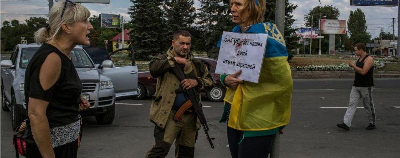 "Прив'язана до ""стовпа ганьби"" в Донецьку волонтерка стала народним героєм України"
