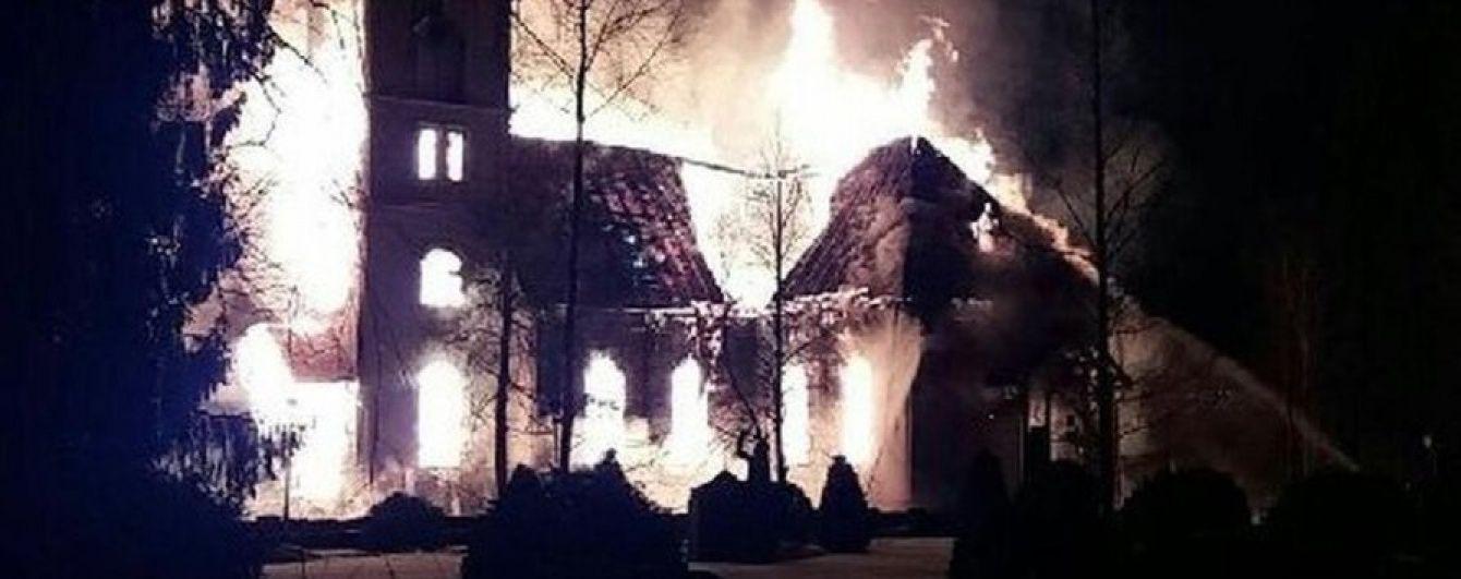 В Финляндии накануне Пасхи дотла сгорела церковь