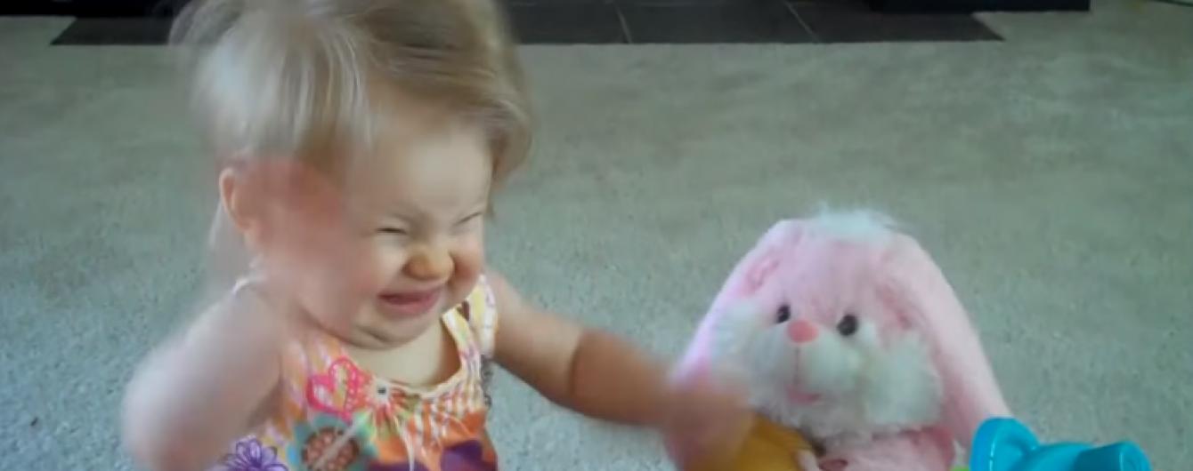 Користувачів Мережі розчулили несамовиті танці маленької дівчинки