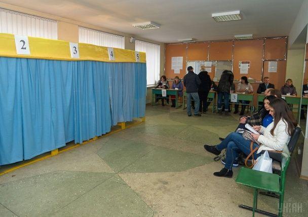 Вибори мера в Кривому Розі. Майже пусті скриньки та голосування претендентів на пост мера