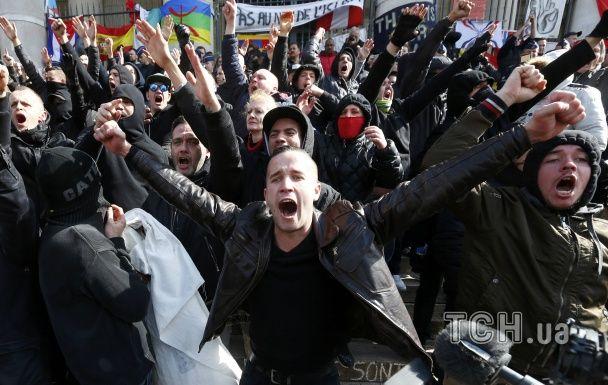 В Брюсселе полиция жестко разогнала митинг ультраправых против терроризма