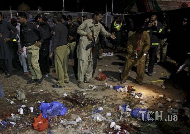 В Пакистане мощный взрыв возле детской площадки унес жизни 50 людей