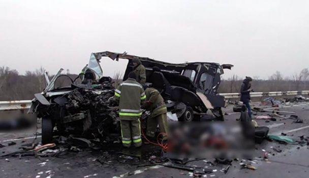 У моторошній ДТП на Полтавщині загинули 8 людей, серед постраждалих – діти