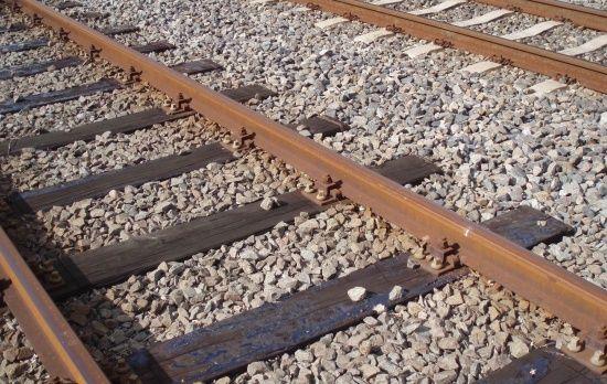 На Миколаївщині поїзд наїхав на жінку. Машиністи забрали частини тіла та сховали в холодильнику