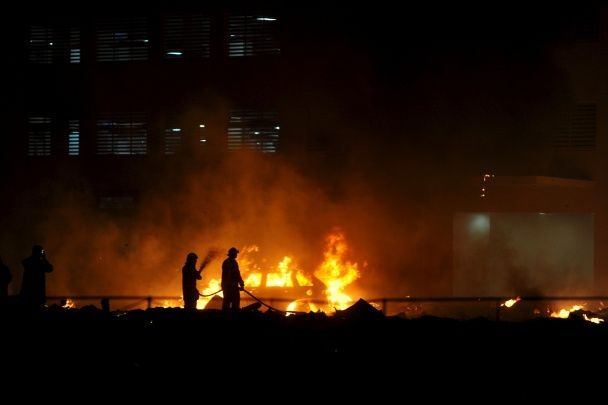 Reuters оприлюднило фотографії масштабної пожежі в ОАЕ