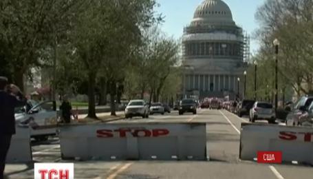 Полиция США заблокировала Капитолий и изучает два подозрительных пакета