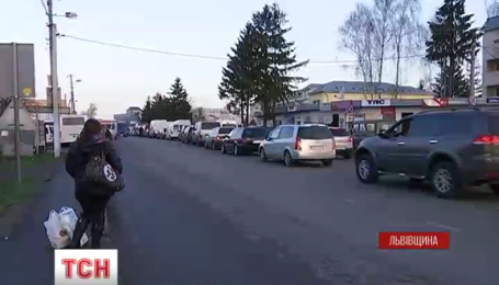 Українсько-польські пункти пропуску забиті машинами