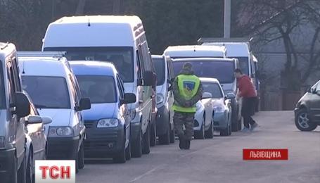 На украинско-польской границе очередь не исчезает