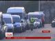 На українсько-польському кордоні черга не зникає