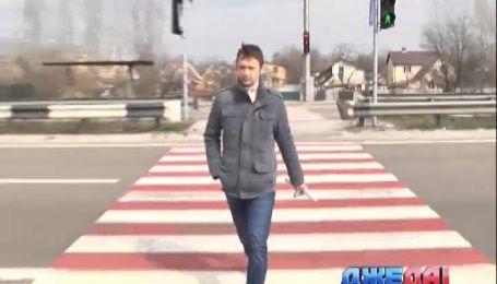 Пешеходы на вышгородской трассе пренебрегают новым светофором