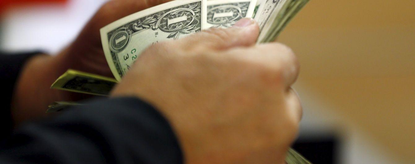 Долар офіційно впав нижче 25 гривень – курси НБУ