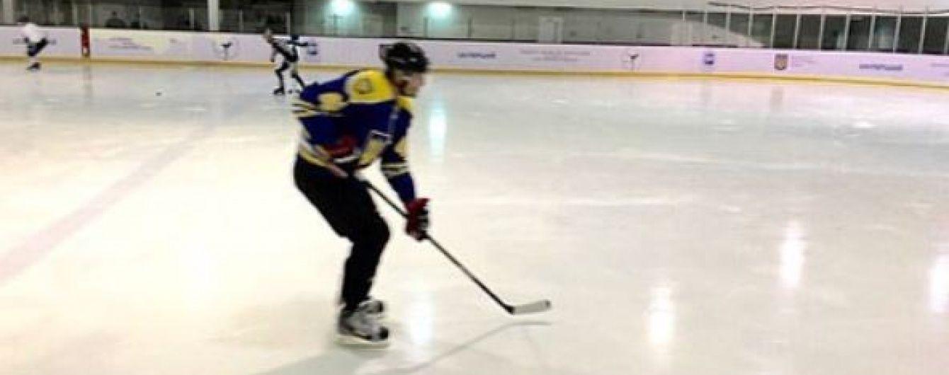 У 40 років життя тільки починається: Володимир Кличко зіграв у хокей