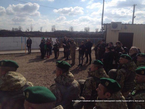 На Луганщині відкрили єдиний КПВВ для автомобілів: з укриттями від обстрілів