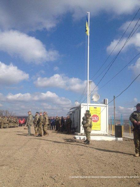 На Луганщине открыли единственный КПВВ для автомобилей: с укрытиями от обстрелов