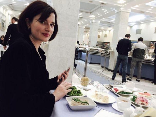 """Учасниця Pussy Riot влаштувала """"смачненьку"""" фотосесію у Верховній Раді"""